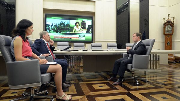 Д. Медведев дал интервью газете Комсомольская правда