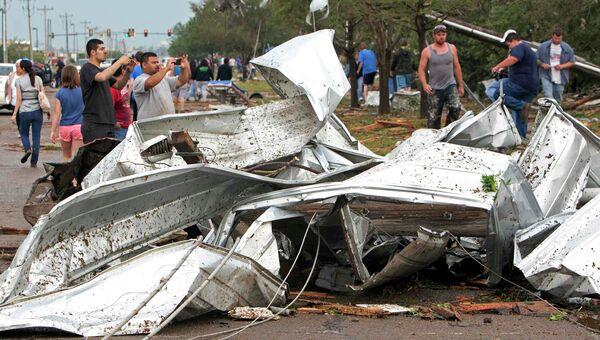 Последствия торнадо в штате Оклахома, США
