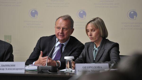 Директор Института мировой экономики и международных отношений РАН Александр Дынкин (слева). Архивное фото