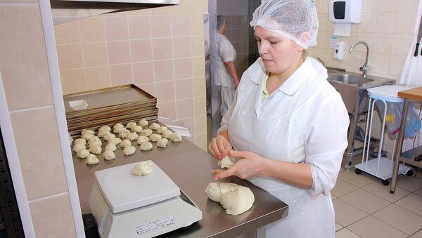Приготовление еды в индустрии общественного питания, архивное фото