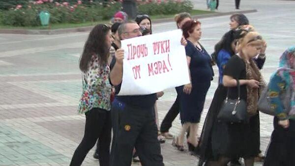 Прочь руки от мэра: митинг горожан и собрание депутатов в Махачкале
