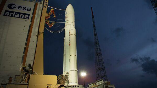 Ракета Ariane 5 с европейским космическим грузовиком ATV-4 установлена на стартовой площадке