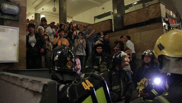 Эвакуация пассажиров со станции метро Библиотека имени Ленина