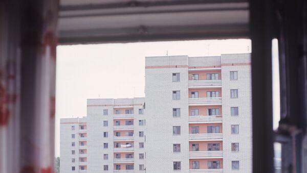 Открытое окно в доме. Архивное фото