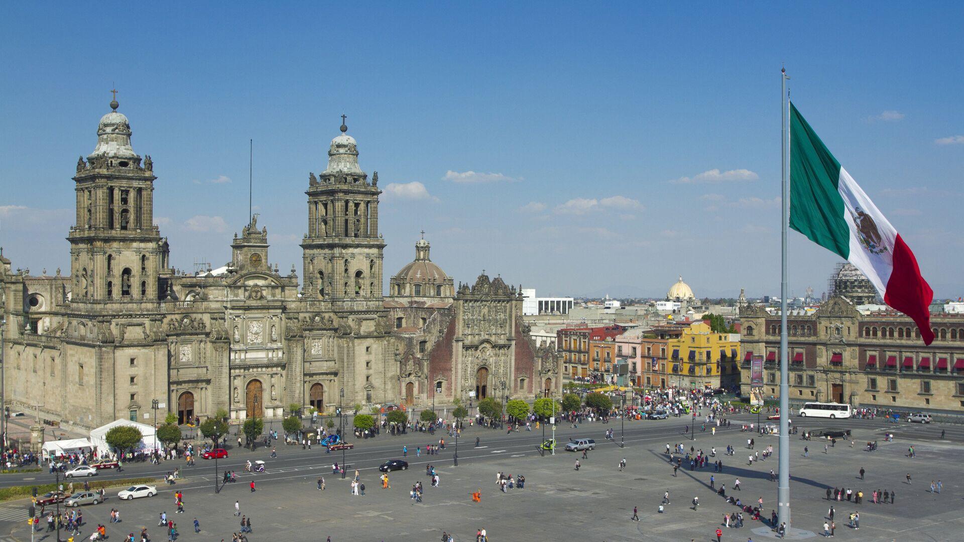 В Мексике во время студенческого марша пострадали пять полицейских