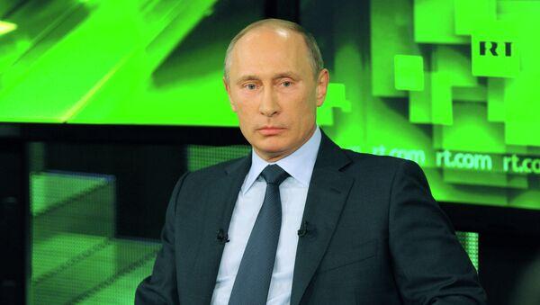 Президент России Владимир Путин во время беседы с сотрудниками телеканала Russia Today
