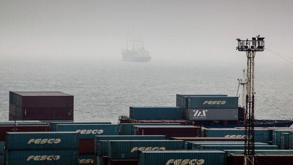Владивостокский порт в тумане. Архив
