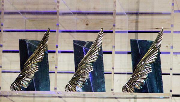Новый приз кинофестиваля Зеркало в виде одного крыла