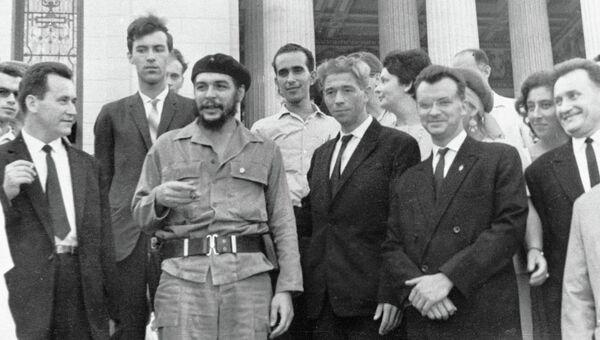 Эрнесто Че Гевара с советскими экономистами