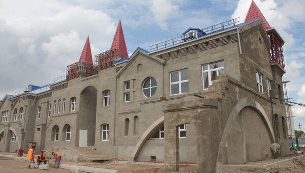 Детский сад в виде старинного замка в поселке под Красноярском