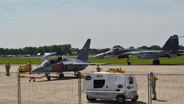 Самолеты Як-130 и Су-35С на авиасалоне в Ле Бурже