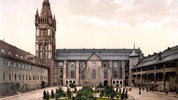 Внутренний двор замка Кёнигсберг и замковая кирха (западное крыло)