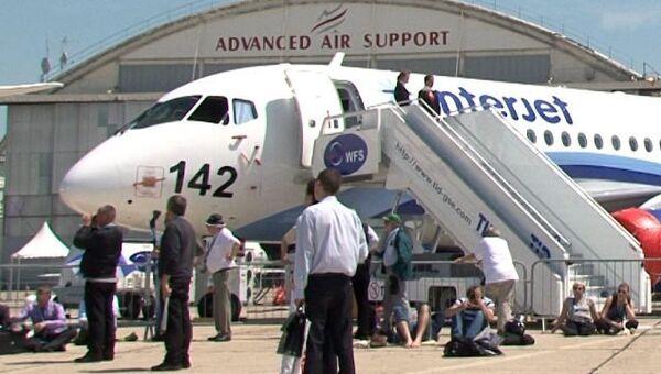 Авиасалон в Ле Бурже: показательный полет Як-130 и видеоэкскурсия по SSJ-100