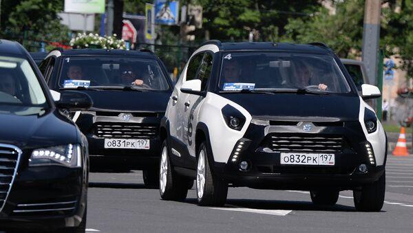 М.Прохоров показал Ё-мобиль во время ПМЭФ в Санкт-Петербурге