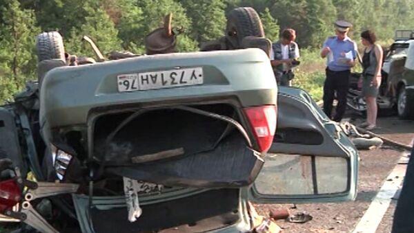 Последствия ДТП под Ярославлем, в котором погибли семеро человек