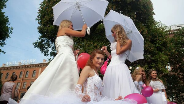 Флешмоб «Сбежавшие невесты» в Петербурге