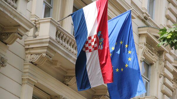 Флаги ЕС и Хорватии. Архивное фото