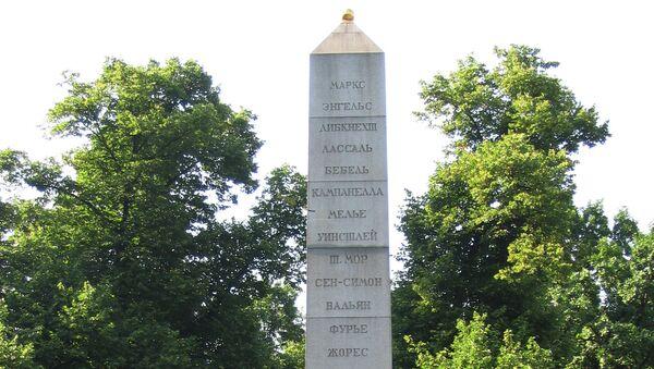 Памятник-обелиск в Александровском саду