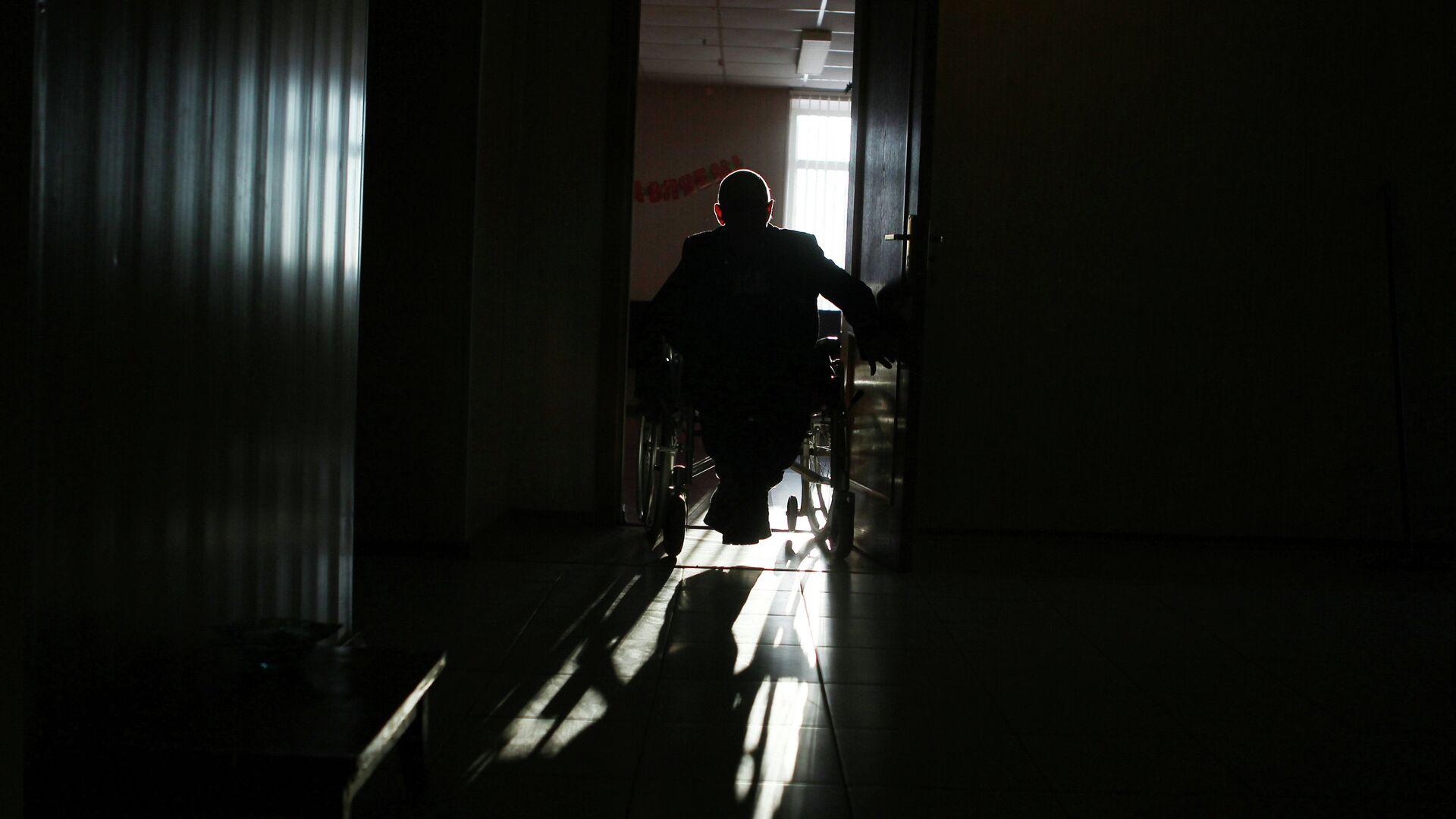 Человек в инвалидной коляске - РИА Новости, 1920, 08.08.2021