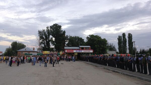 Народный сход в Пугачеве, архивное фото