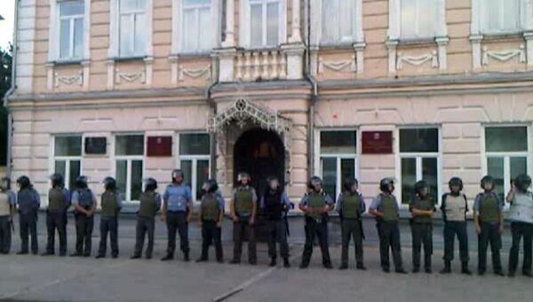 Полицейские на Соборной площади Пугачева. Архивное фото