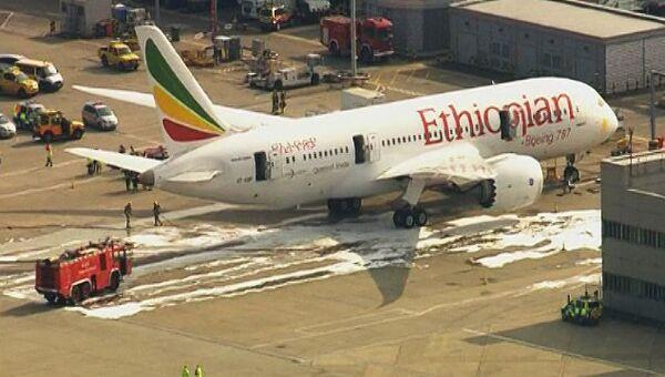 Возгорание самолета в лондонском аэропорту Хитроу. Кадры с места ЧП