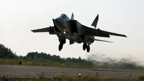 Взлет самолета МИГ-31