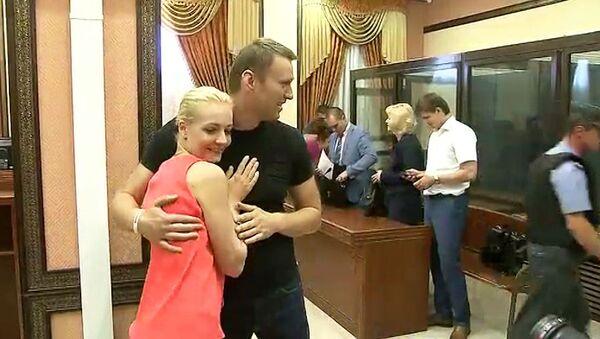 Навального и Офицерова отпустили из зала суда под подписку о невыезде