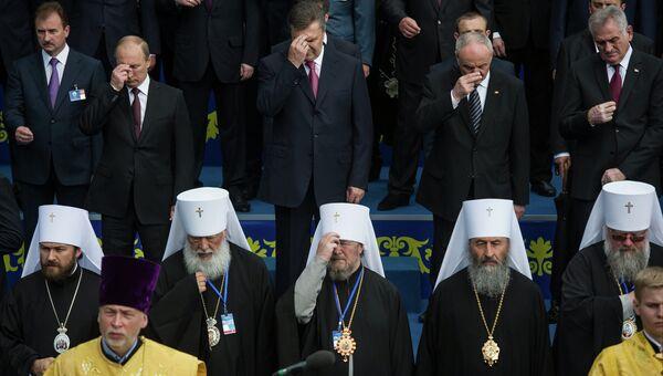 В.Путин на молебне по случаю 1025-летию крещения Руси