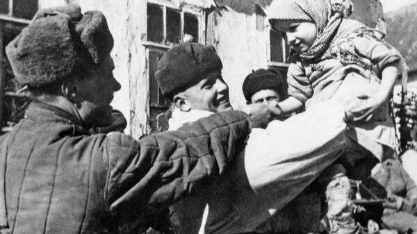 Первые мирные дни в освобождённом селе под Курском