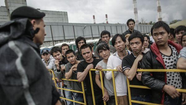 мигранты в Москве, архивное фото