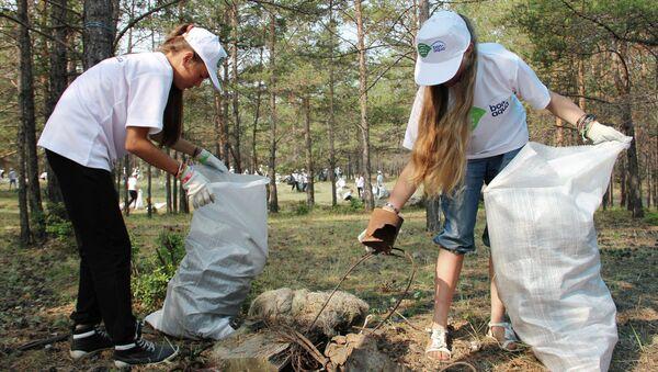 Волонтеры собрали почти 2 тысячи мешков мусора на острове Ольхон на Байкале