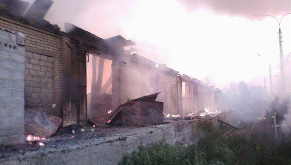 Склады на площади 3 тысячи квадартынх метров горят в Волгограде