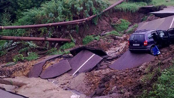 Дорога обвалилась в Кинешме вместе с автомобилем, 14.08.2013