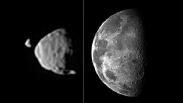 Вид Фобоса и Деймоса с точки зрения марсохода Curiosity в сравнении с видимым размером Луны с поверхности Земли