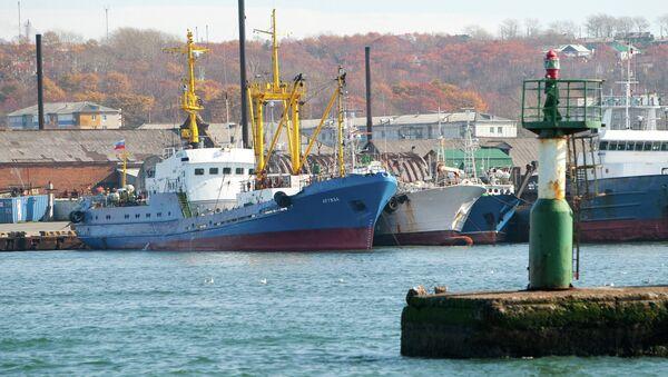Корсаковский морской торговый порт. Архивное фото