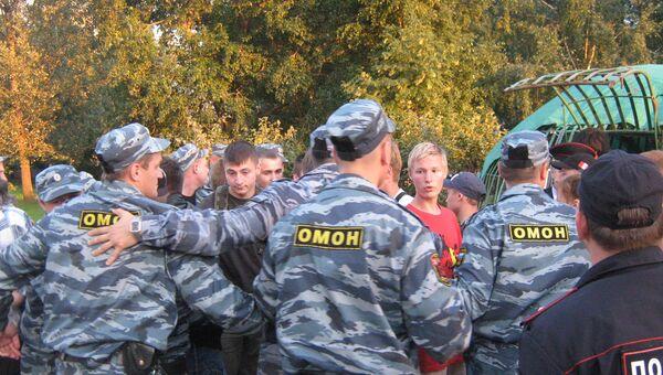 ОМОН задержал около 20 человек во время несанкционированного массового мероприятия в Красносельском районе Петербурга