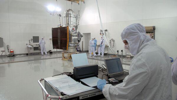 Подготовка телескопа WISE к запуску