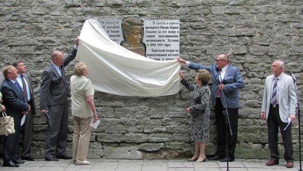 Открытие барельефа первому президенту России Борису Ельцину в Таллине