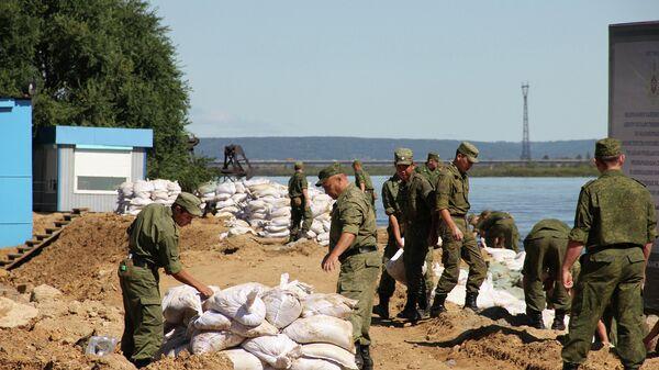 Военные медики останутся в Приамурье, чтобы исключить эпидемии после паводка
