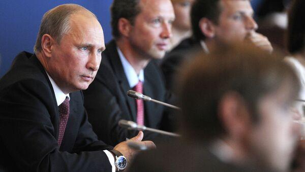 Президент РФ Владимир Путин во время встречи с преподавателями и студентами ДВФУ