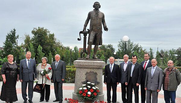 Торжественное открытие памятника П.И. Рычкову в сквере перед третьим учебным корпусом ОГУ
