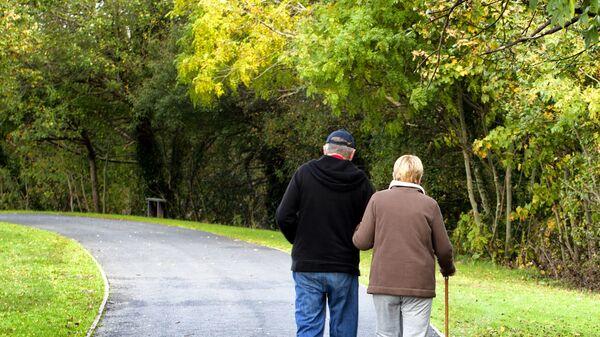 Пожилая пара, архивное фото