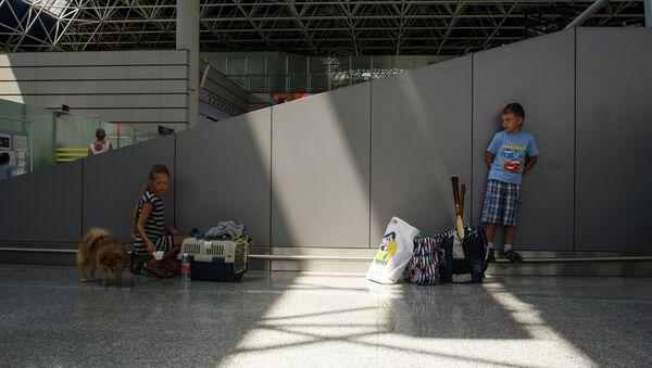 Пассажиры в аэропорту города Сочи. Архивное фото