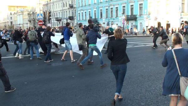 Задержание участников акции на Невском проспекте в Петербурге