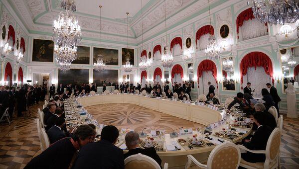 Рабочий обед участников саммита Группы двадцати. Архив