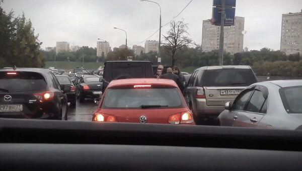 Скриншот с видео Беспредел на дороге после ДТП Бэнтли м252мм99  с YouTube