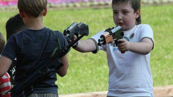 В детском городке в московском парке имени 50-летия Октября