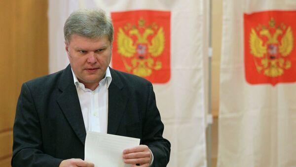 Сергей Митрохин во время голосования на выборах мэра столицы.