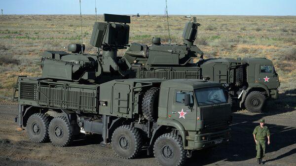 Самоходный зенитный ракетно-пушечный комплекс (ЗРПК) наземного базирования Панцирь-С1. Архивное фото